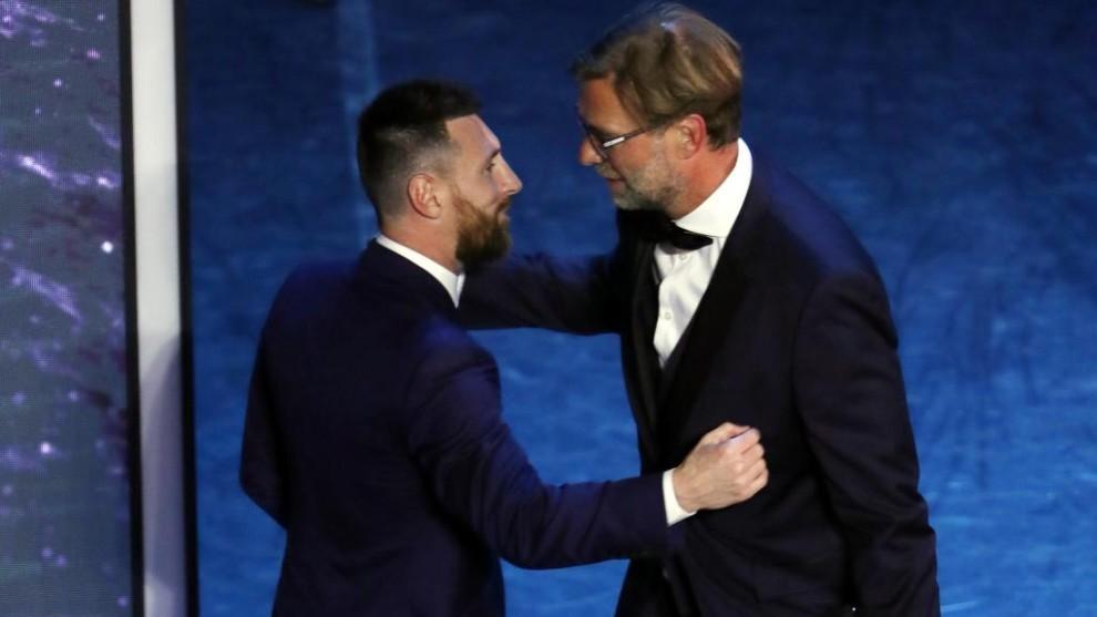 Messi greets Klopp.