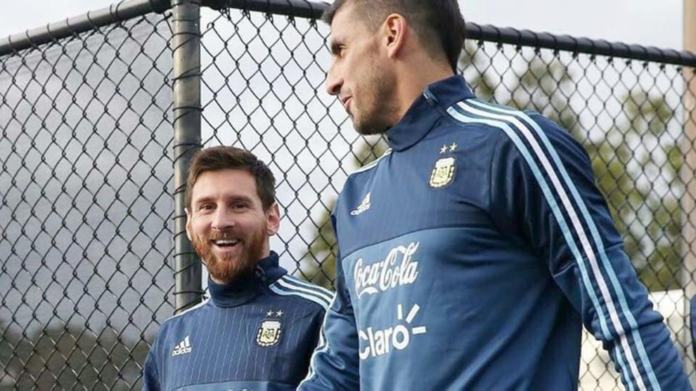 La sorprendente cláusula que tiene el 'Patón' Guzmán por si Messi...