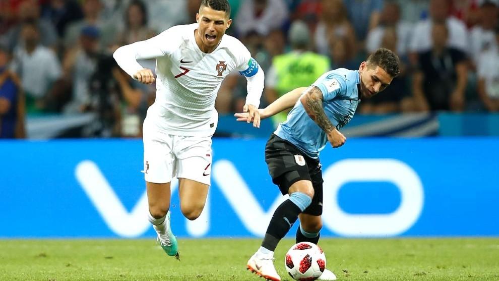 Torreira marcando a Cristiano en octavos de Rusia 2018.