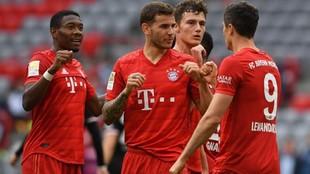 Los jugadores del Bayern celebran uno de sus goles en el último...