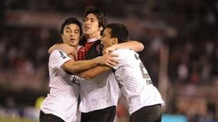 Pablo Pérez espera por Scocco en Newell's