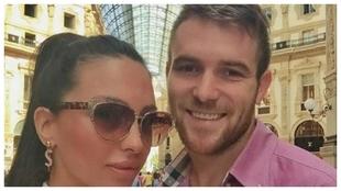 El futbolista Aleksander Katai, con su esposa Tea.