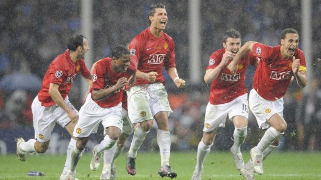 Los jugadores del Manchester United celebran la victoria en la tanda...