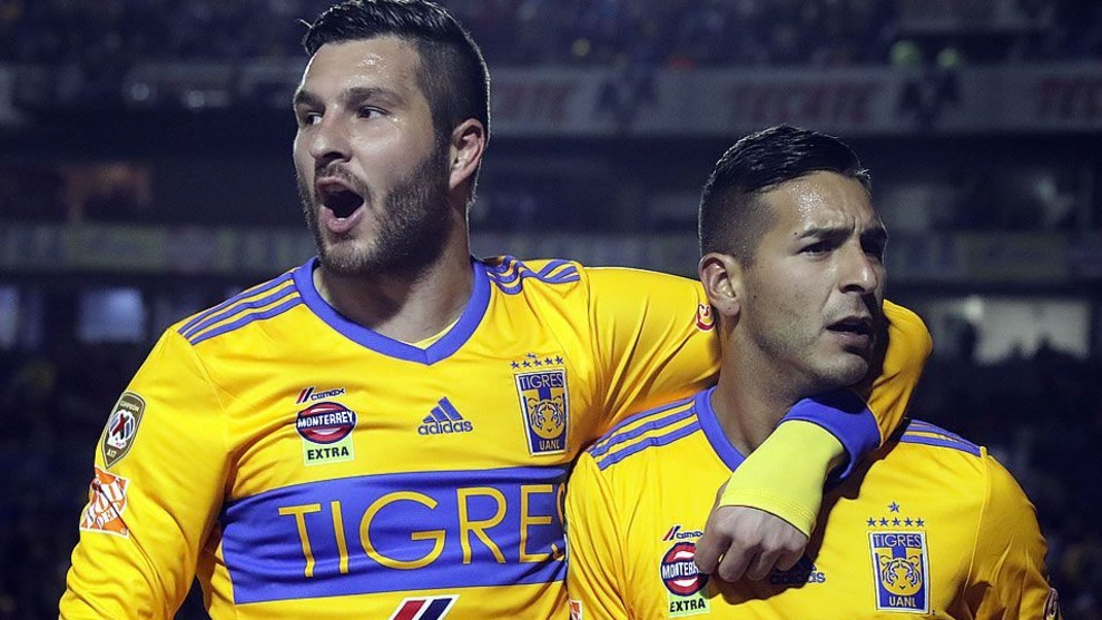 André Pierre Gignac junto a Ismael Sosa, con la camiseta de Tigres.