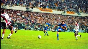 El momento del gol de Palermo a River en la Libertadores 2000
