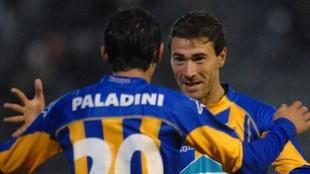 Kily González celebra un gol junto a Ángel Di María, en 2004.