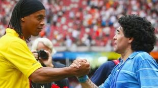 Ronaldinho y Maradona.