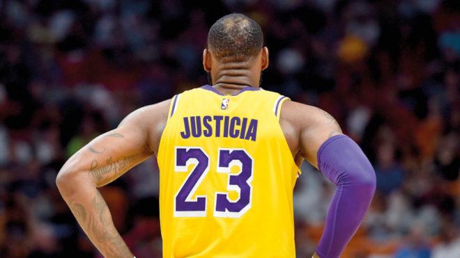 Los jugadores NBA negocian con Nike añadir proclamas a sus camisetas.