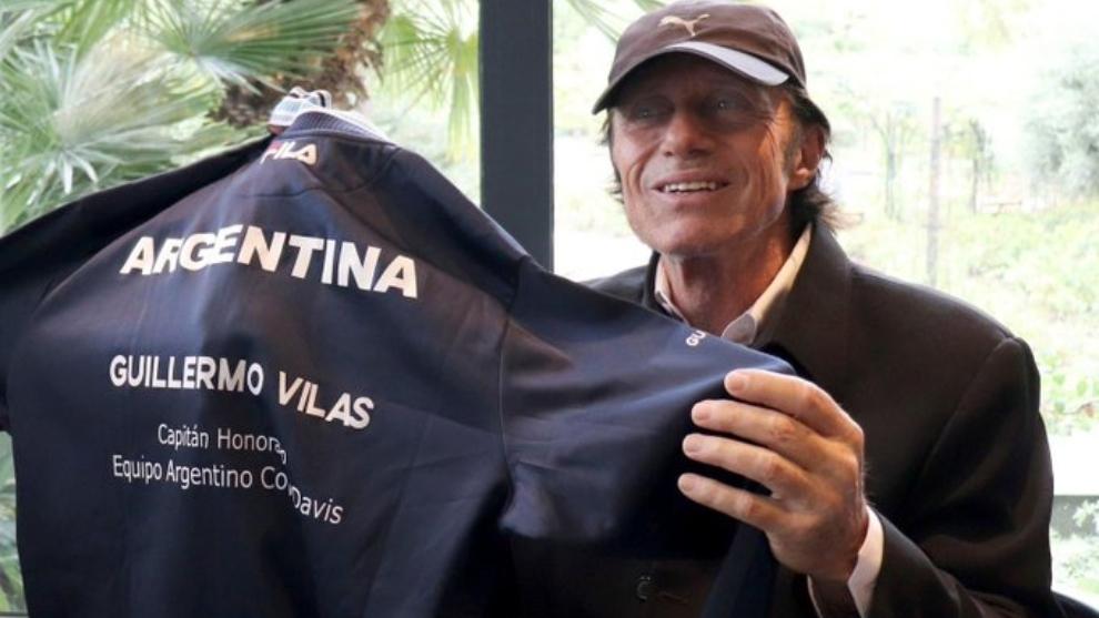 Guillermo Vilas en Mónaco con la camiseta de la AAT.