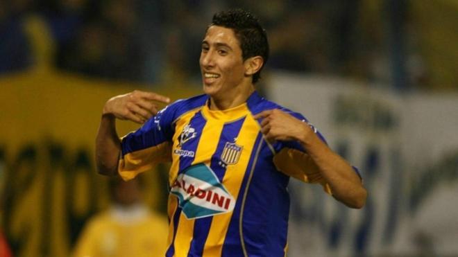 Ángel Di María festeja un gol con la camiseta de Rosario Central