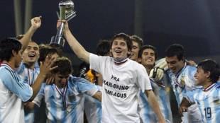 Leo Messi, con el título de campeón del mundo sub 20