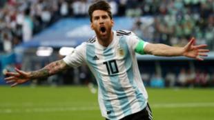 Leo Messi celebra un gol con la selección Argentina