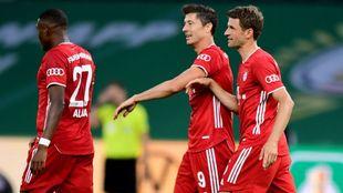 Alaba, Lewandowski y Müller, tras uno de los goles del Bayern.