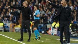 Zidane y Guardiola dan instrucciones en el partido de ida en el...