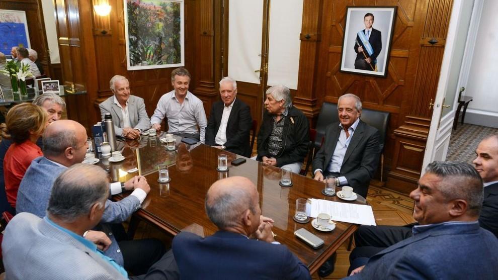La dirigencia del fútbol argentino detalla el protocolo para la...