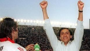 Ramón Díaz celebra brazos en alto un triunfo de River