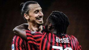Zlatan Ibrahimovic festeja su gol con Franck Kessie