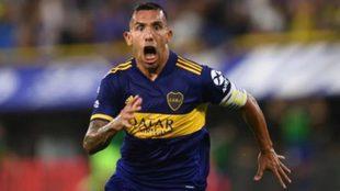 Carlos Tevez festeja un gol con Boca