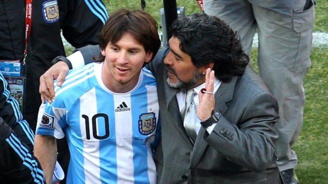 Lionel Messi y Diego Maradona en el Mundial de Sudáfrica 2010