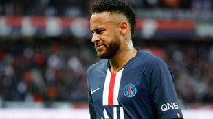 Neymar, contrariado durante un partido con el PSG