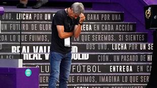 Quique Setién, durante el partido ante el Valladolid