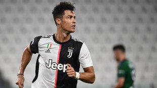 Cristiano Ronaldo celebra uno de sus tantos al Atalanta