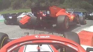 El momento del impacto en los Ferrari
