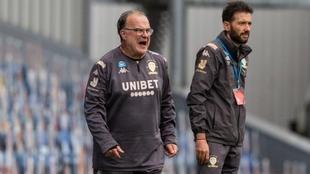 Marcelo Bielsa da indicaciones en Leeds