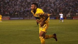 Duvan grita un gol con Central ante la Católica.
