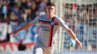 Adolfo Gaich festeja un gol en San Lorenzo