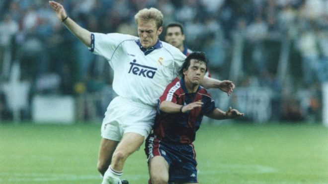 Robert Prosinecki con la camiseta del Real Madrid