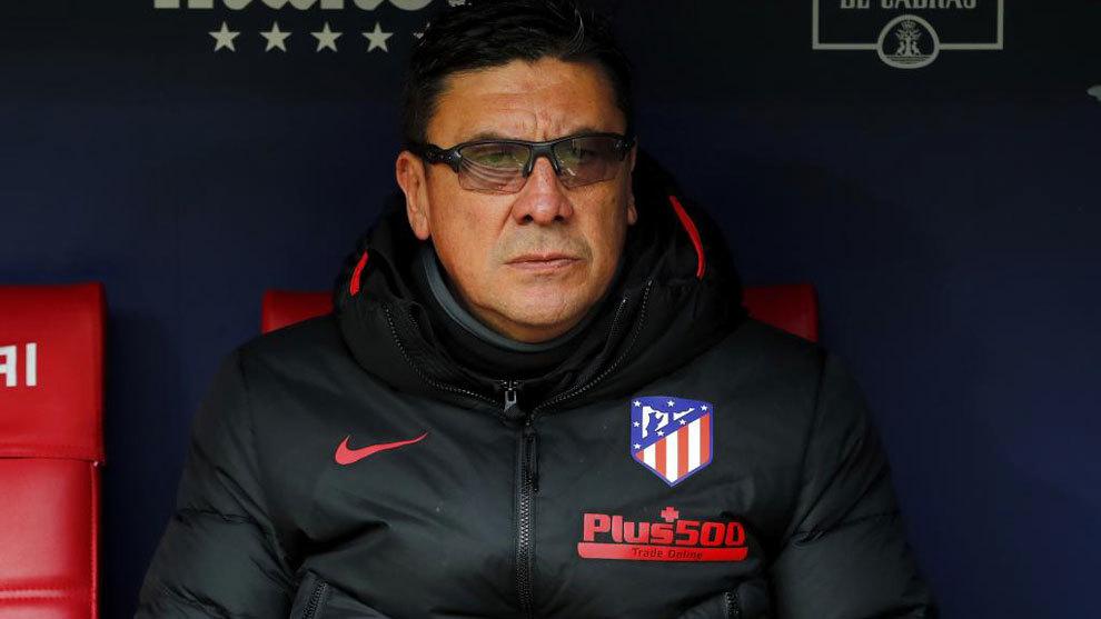 El Mono Burgos, en el banco del Atlético durante un partido