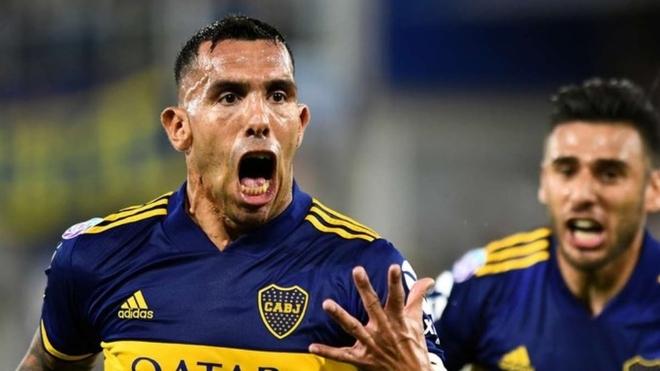 Carlos Tevez celebra un gol en Boca