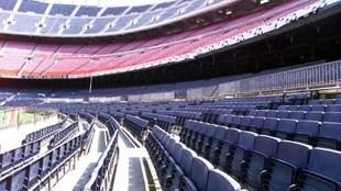 El Camp Nou, vacío sin público por el coronavirus