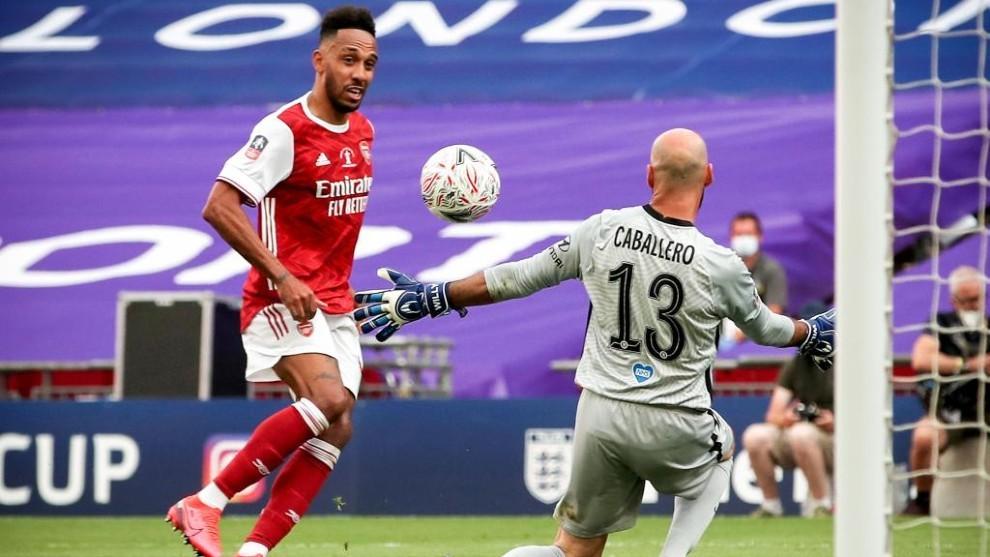 Willy Caballero no puede impedir el gol de Aubameyang.