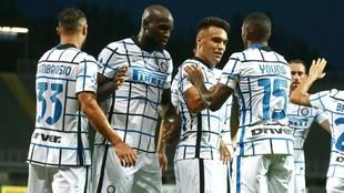Los jugadores del Inter celebran uno de sus goles ante la Atalanta.