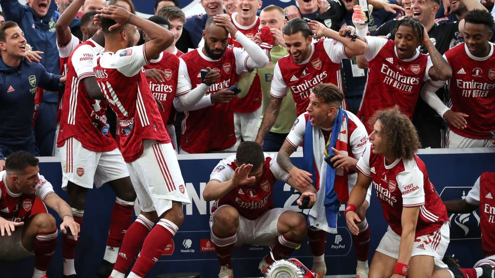 TOPSHOT - Arsenal's Gabonese striker Pierre-Emerick <HIT>Aubameyang</HIT> (L) reacts after dropping the winner's trophy as the team celebrates victory after the English FA Cup final football match between Arsenal and Chelsea at Wembley Stadium in London, on August 1, 2020. - Arsenal won the match 2-1. (Photo by Adam Davy / POOL / AFP) / NOT FOR MARKETING OR ADVERTISING USE / RESTRICTED TO EDITORIAL USE