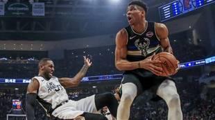 Antetokounmpo, en un partido con los Bucks esta temporada en la NBA.