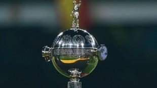 El trofeo que levantan los campeones de América.