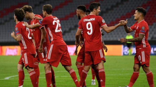 Los jugadores del Bayern festejan un gol ante el Chelsea.