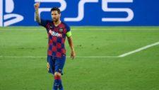essi levanta el pulgar durante el partido con el Napoli.