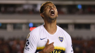 Edwin Cardona celebra un gol en Boca