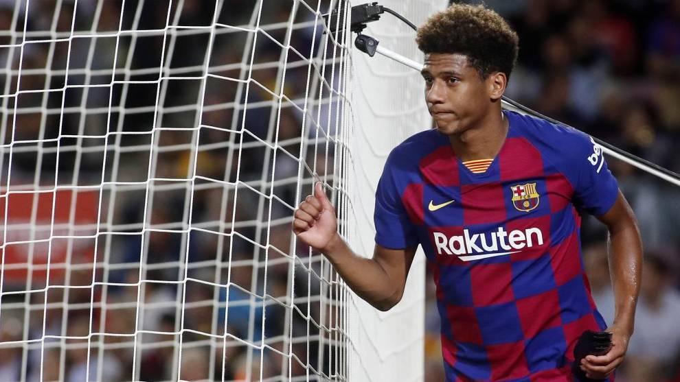 Todibo, en un partido con el Barcelona.