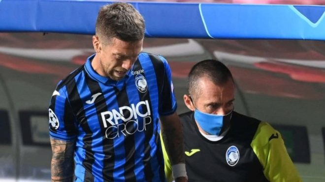Papu Gómez se retiró con una molestia ante PSG