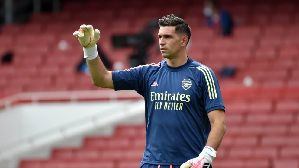 Emiliano Martínez, en un partido con el Arsenal.