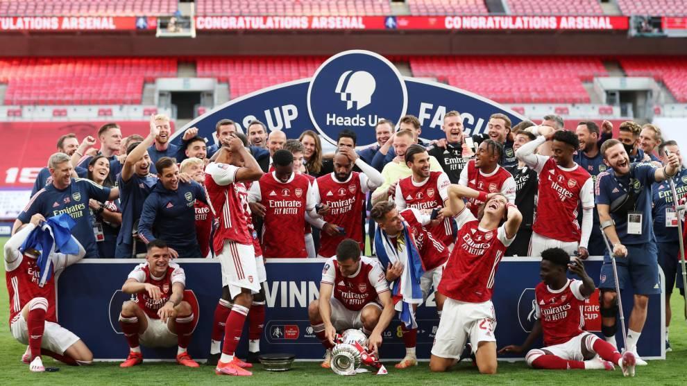 La plantilla del Arsenal celebra el título en la FA Cup de la...