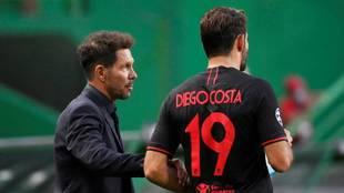El Cholo Simeone, con Diego Costa, en el partido del Atlético de...