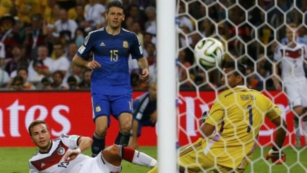 Demichelis en un partido con la selección argentina.