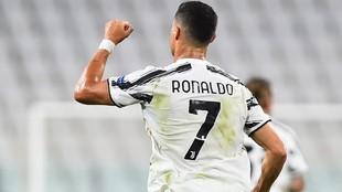 Cristiano Ronaldo celebrando uno de sus goles ante el Lyon.