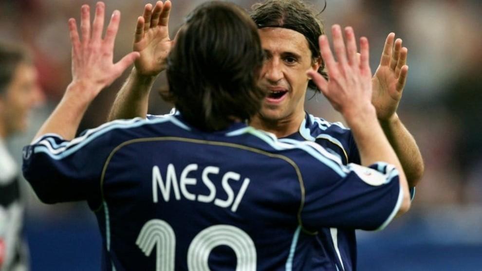 Leo Messi y Hernán Crespo celebran un gol en el Mundial 2006.